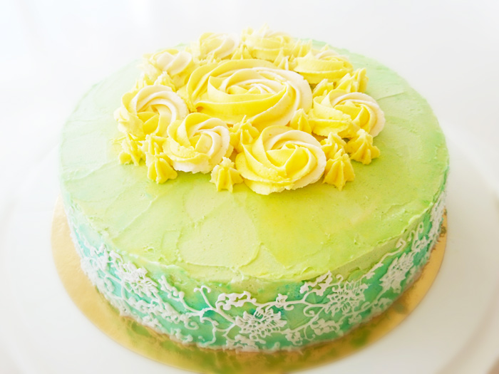 Green cake with flowers - grön tårta med blommor