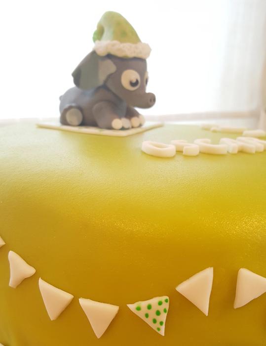 Green cake with flags and elephant - grön tårta med flaggor och elefant
