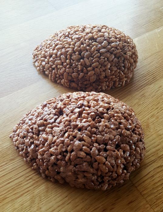 Boob cake - brösttårtan! Rice crispies treat
