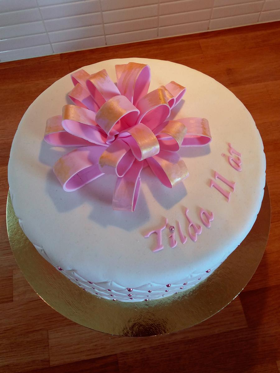 Gift cake with a bow - presenttårta med rosett