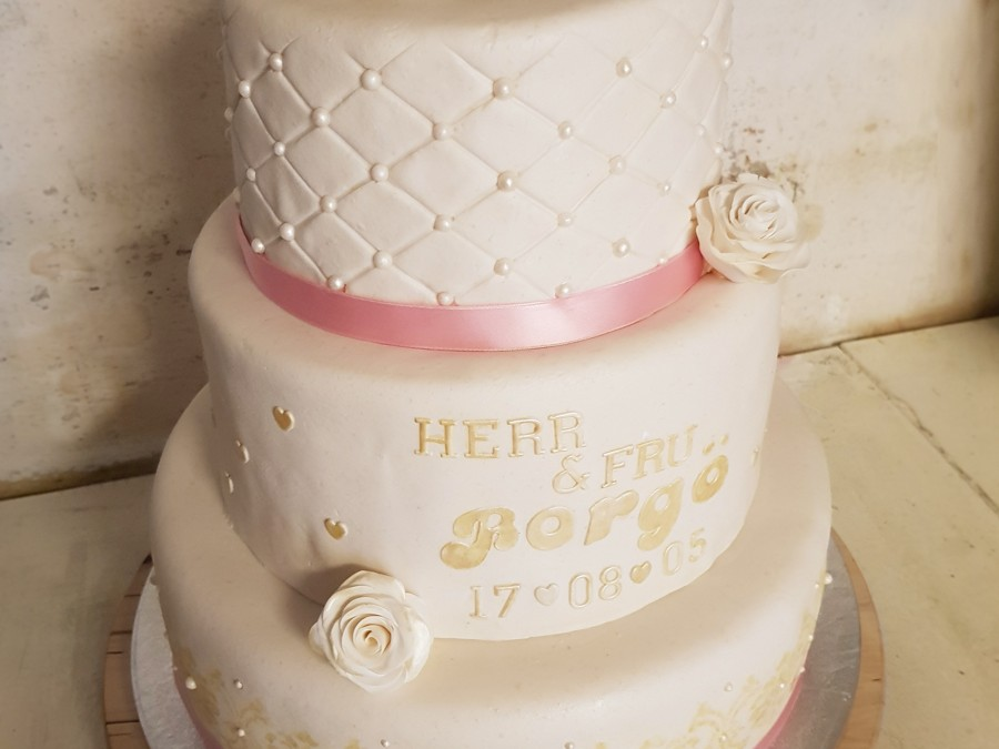 Bröllopstårta i tre våningar