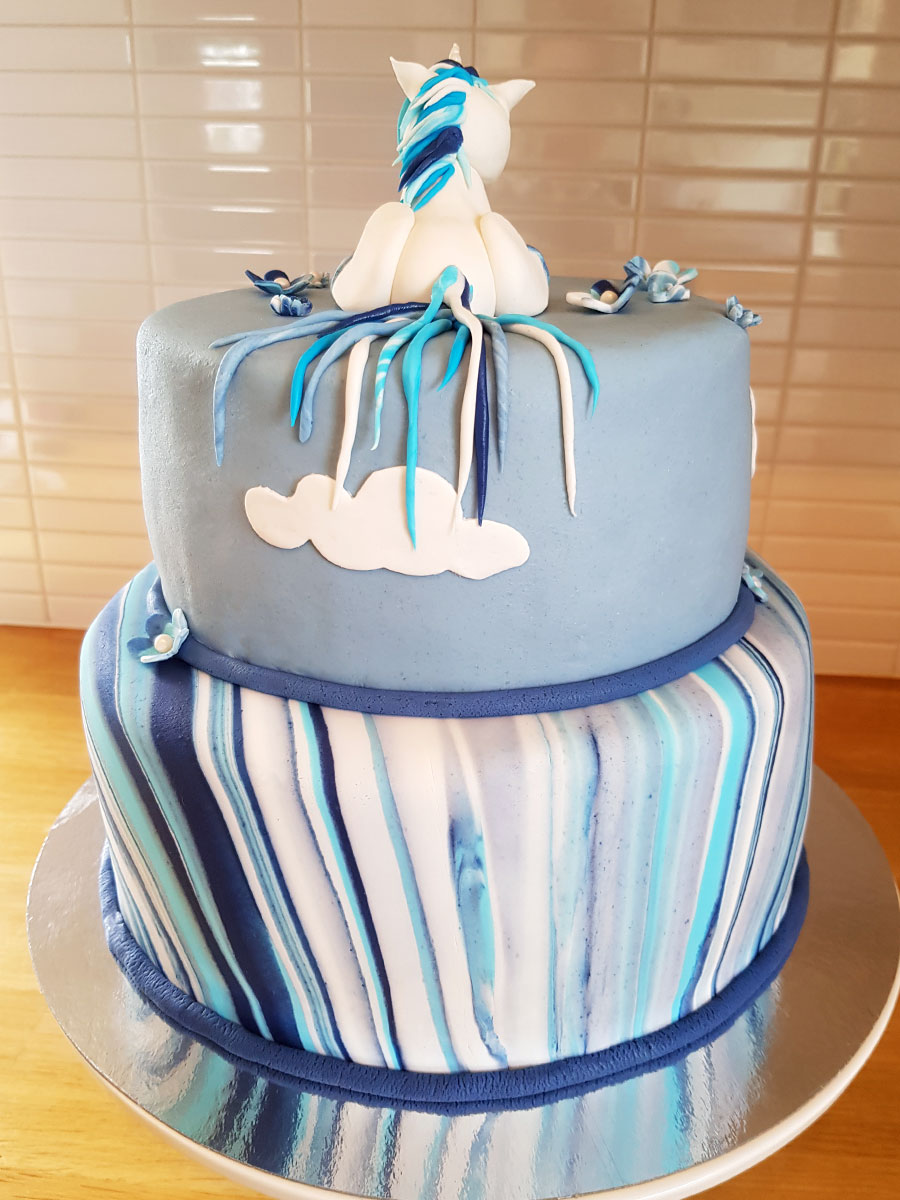 blue unicorn cake - blå enhörningstårta